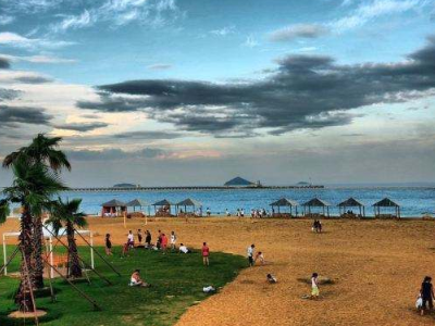 上海奉贤海滩好玩还是金山海滩好玩啊?对了,各有名字吗?